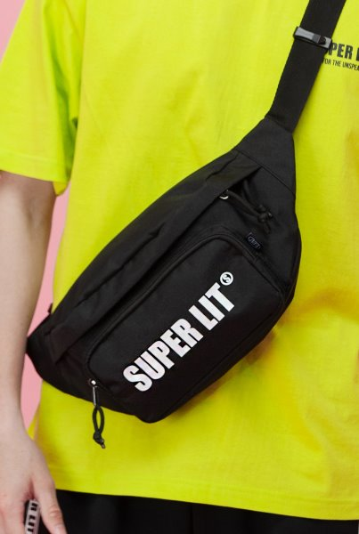 'SUPERLIT' LOGO HIP SACK 블랙