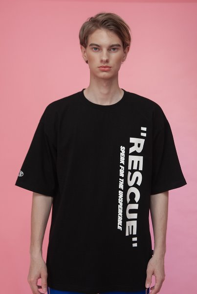'RESCUE' front logo T-shirts 블랙