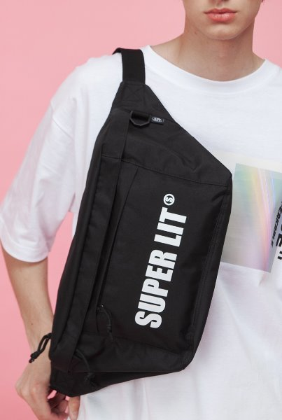 'SUPERLIT' LOGO HIP SACK (BIG SIZE) 블랙